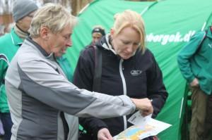 idrætslærer Helle taler med journalist